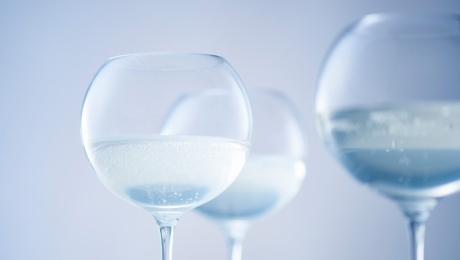 【Kimoto Glass Tokyo】Profitez du saké cet été – Savourez les bulles qui pétillent dans un verre réalisé en collaboration entre Edo Glass et un sommelier –