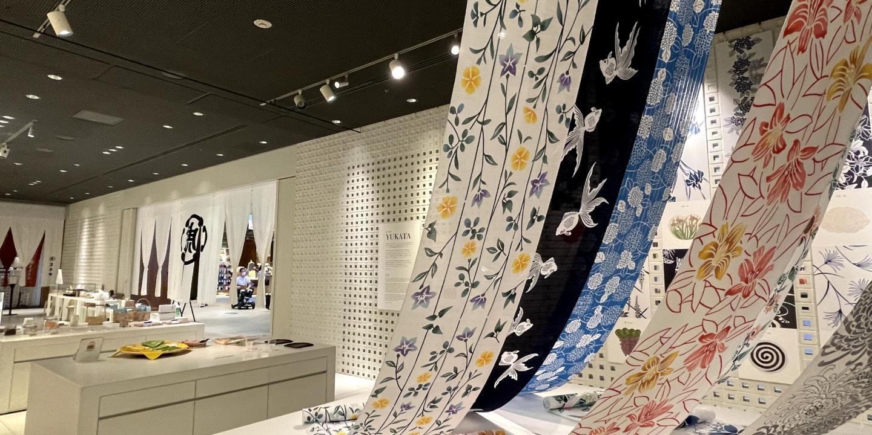 Une perception des saisons : l'essence du Japon que l'on retrouve dans les YUKATA et les confiseries japonaises.